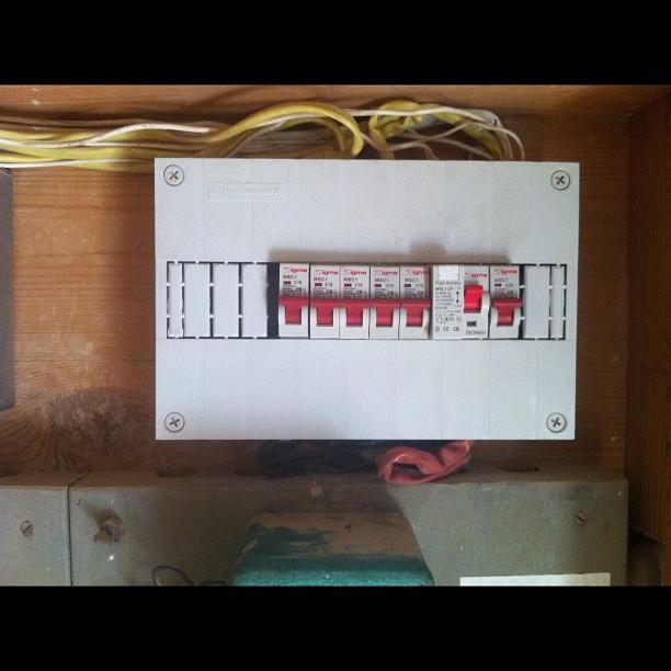 החלפת לוח חשמל חד פאזי