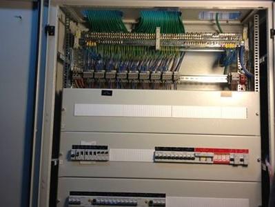 לוח חשמל שהותקן על ידי חשמלאי מוסמך